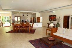 bali-beachfront-villa-for-sale-dining