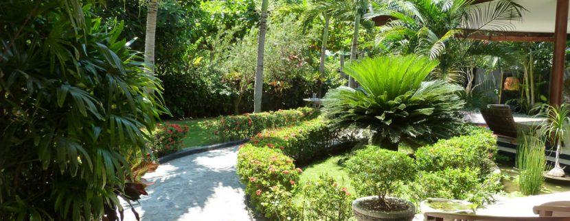 bali-beachfront-villa-for-sale-front-garden