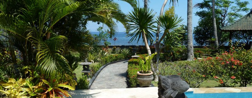bali-beachfront-villa-for-sale-garden