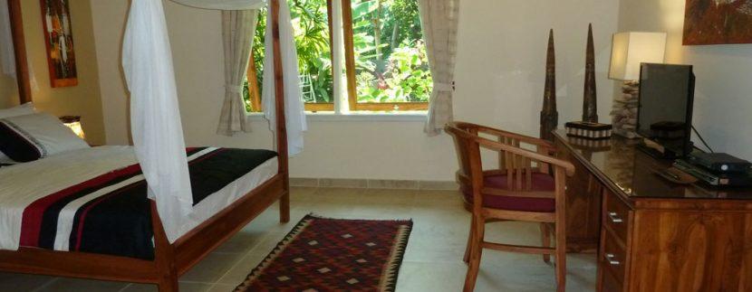 bali-beachfront-villa-for-sale-garden-view-bedroom