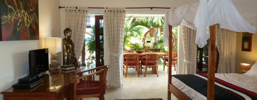 bali-beachfront-villa-for-sale-guest-bedroom