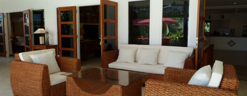 bali-beachfront-villa-for-sale-terrace-lounge