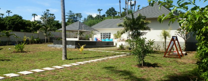 east-bali-beachfront-villa-sale-garden