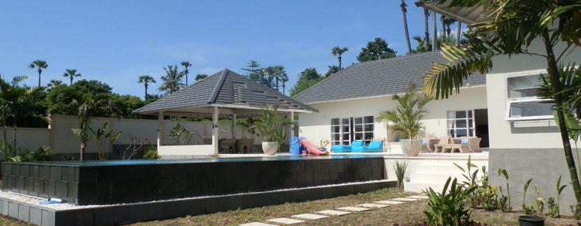 east-bali-beachfront-villa-sale-walled-in
