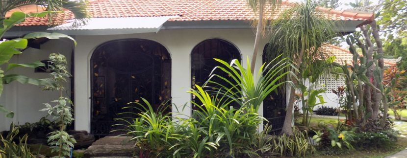bali-lovina-beach-villa-sales-patio-entree