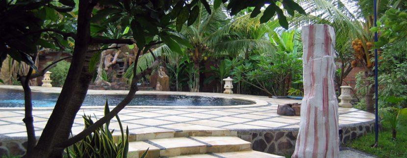bali-lovina-beach-villa-sales-pool-deck