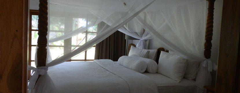 bali-sea-front-villa-for-sale-bedroom