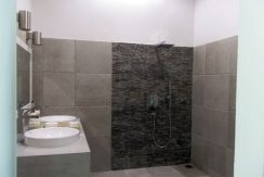 bali-sea-front-villa-for-sale-guest-bathroom