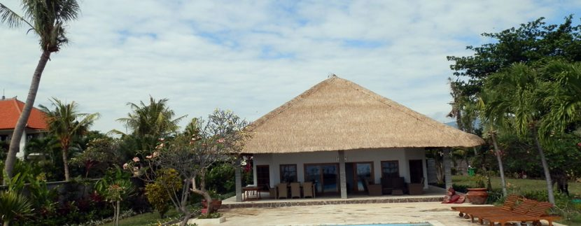 bali-sea-front-villa-for-sale-sundeck