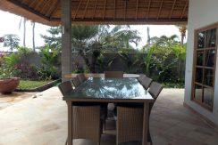 bali-sea-front-villa-for-sale-terrace-dining