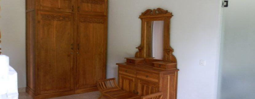 bali-sea-front-villa-for-sale-wardrobe