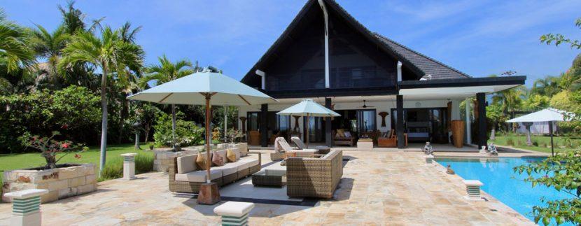 north-bali-villa-for-rent-belvedere-terrace-lounge