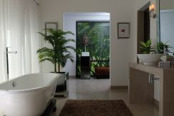 lovina-hillside-villa-for-sale-bathroom-5