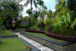 lovina-hillside-villa-for-sale-garden-1