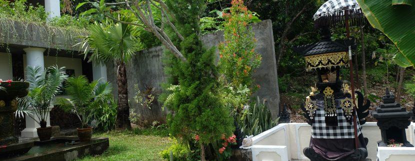 lovina-hillside-villa-for-sale-guesthouse-garden-2
