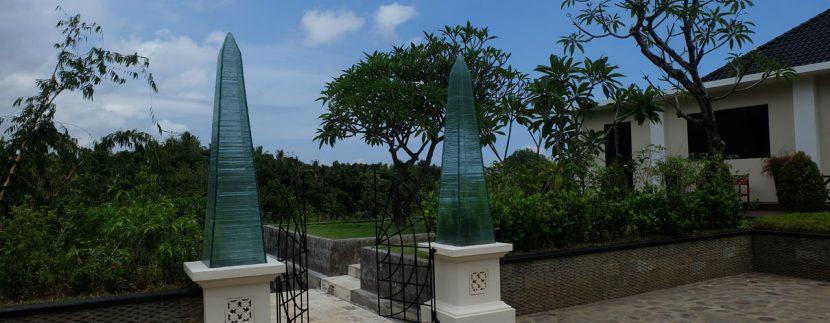 lovina-hillside-villa-for-sale-house-entree-gate-outdoors