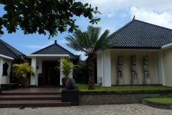 lovina-hillside-villa-for-sale-house-entree-outdoors-1