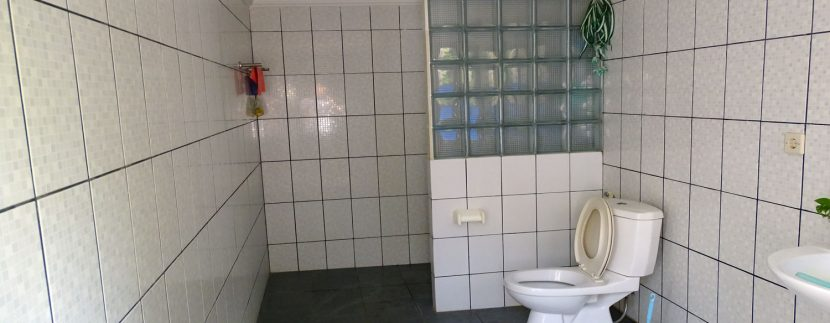 bali-lovina-town-house-for-sale-extra-toilet