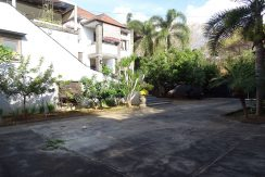 bali-lovina-town-house-for-sale-front-yard