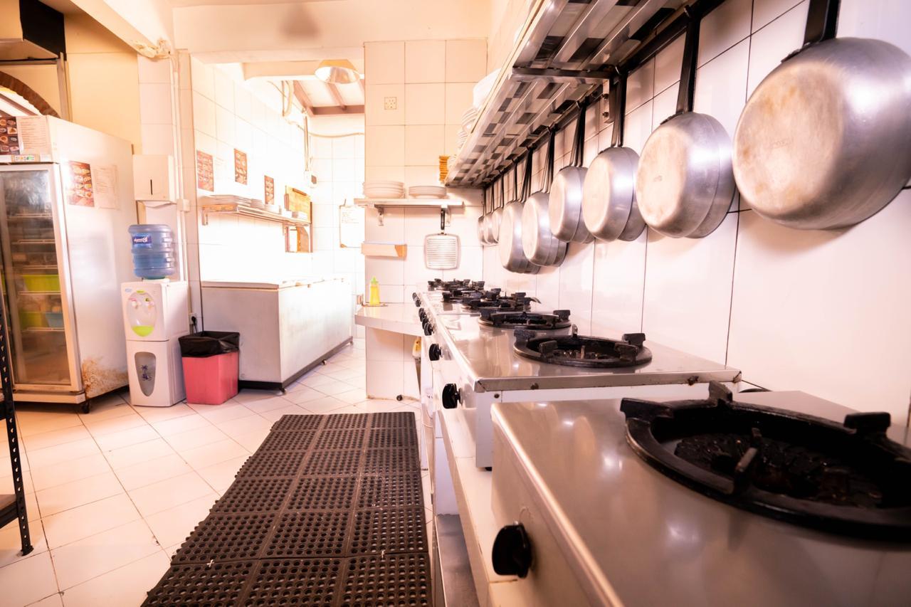 restaurant-kitchen-2