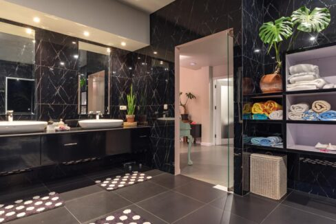 lovina-villa-sale-bath2