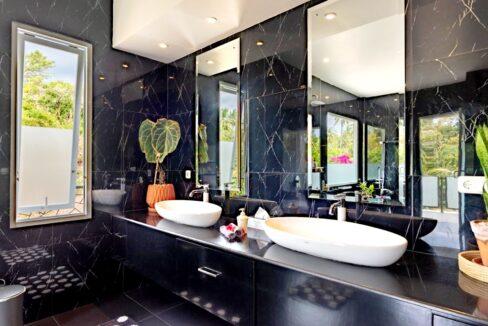 lovina-villa-sale-bathroom