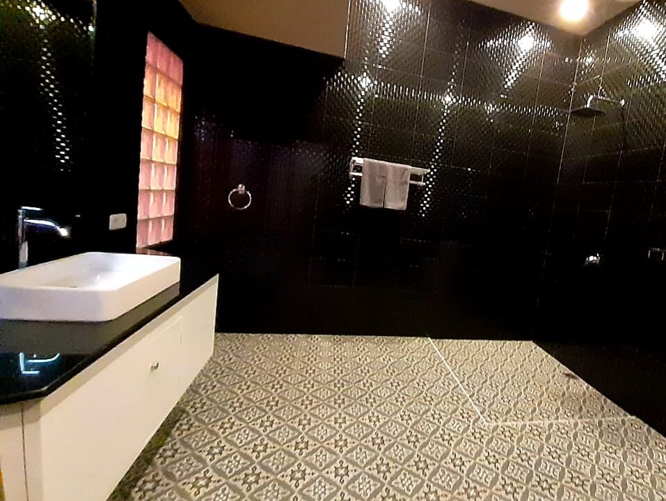 lovina-villa-sale-shower-unit