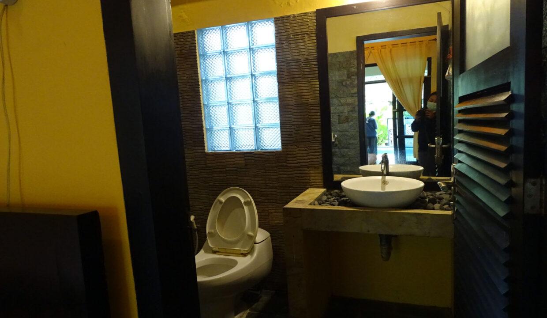 north-bali-lovina-house-sale-bath